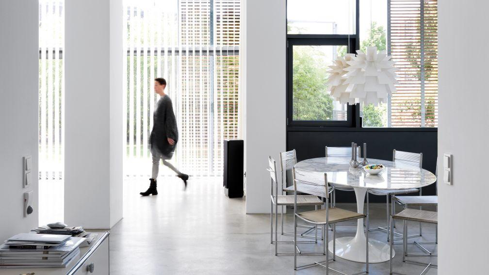 schweizer magazin f r bauen wohnen haus und garten raum und wohnen. Black Bedroom Furniture Sets. Home Design Ideas